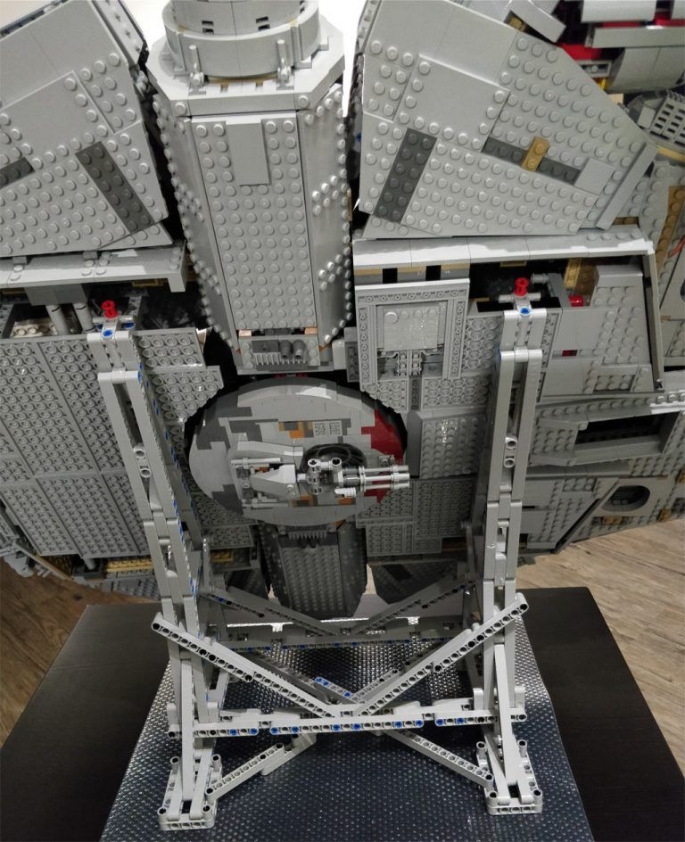 Efferman Stand-UCS LEGO Millennium Falcon 75192 Instruction