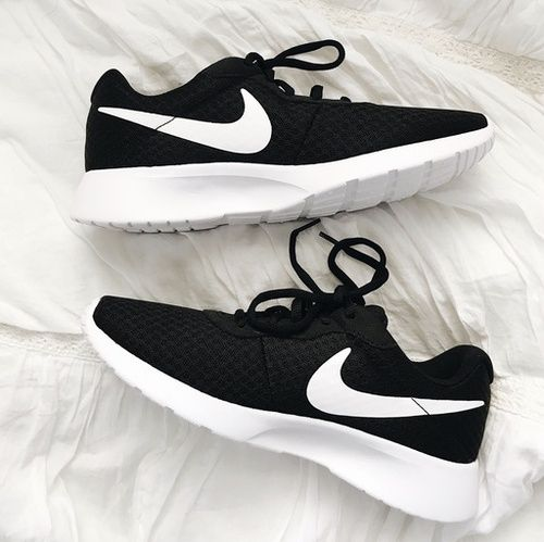 Nike women's tanjun shoe in black   best running shoes