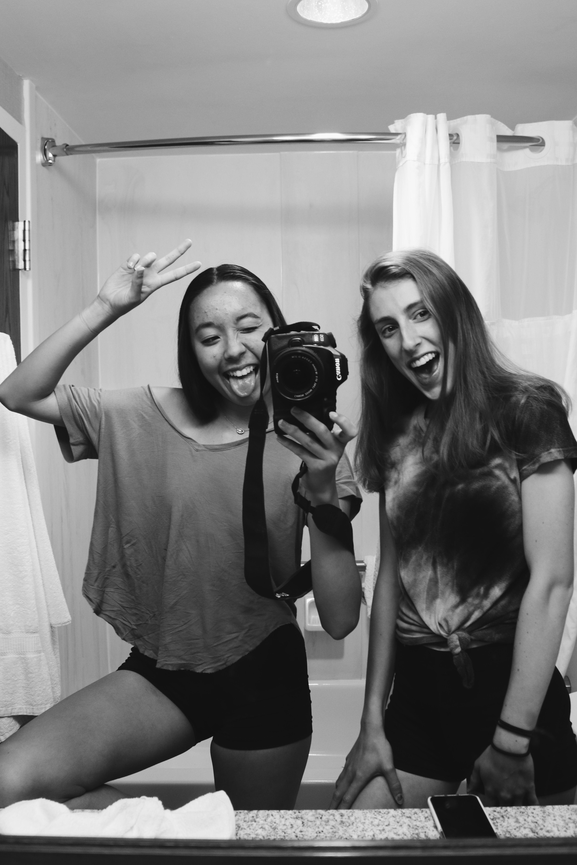 mirror bathroom friends selfies friend ig selfie bff secret sleepover iliza shlesinger