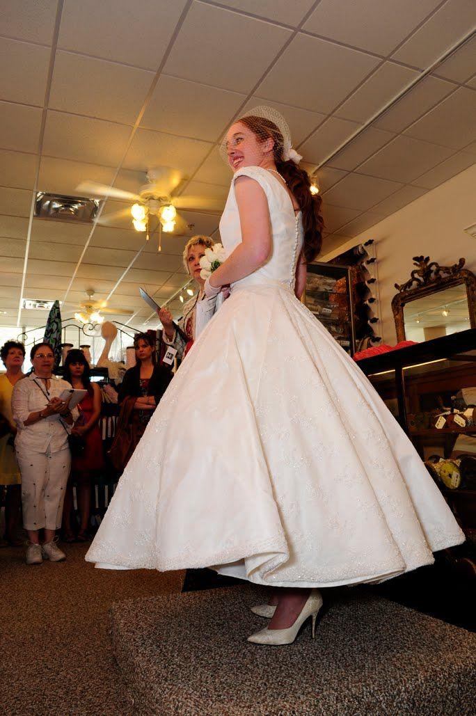 Vogue Vintage Pattern V1172 | Pretty dresses, flowing skirts | Pinterest