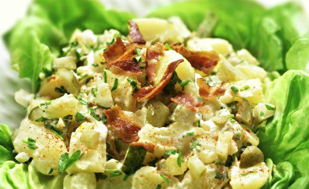 Uma das saladas de Natal que não podem faltar nas festas de fim de ano é a tradicional salada de maionese. É uma receita simples e fácil de preparar. Aprenda também Como fazer chocotone Receita de peru de Natal Sobremesa de Natal