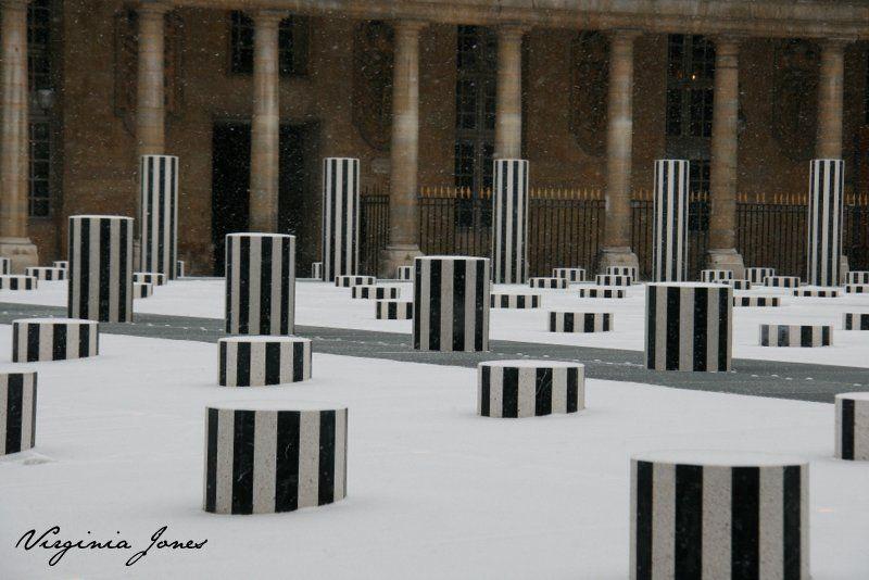 La Neige - les colonnes de Buren