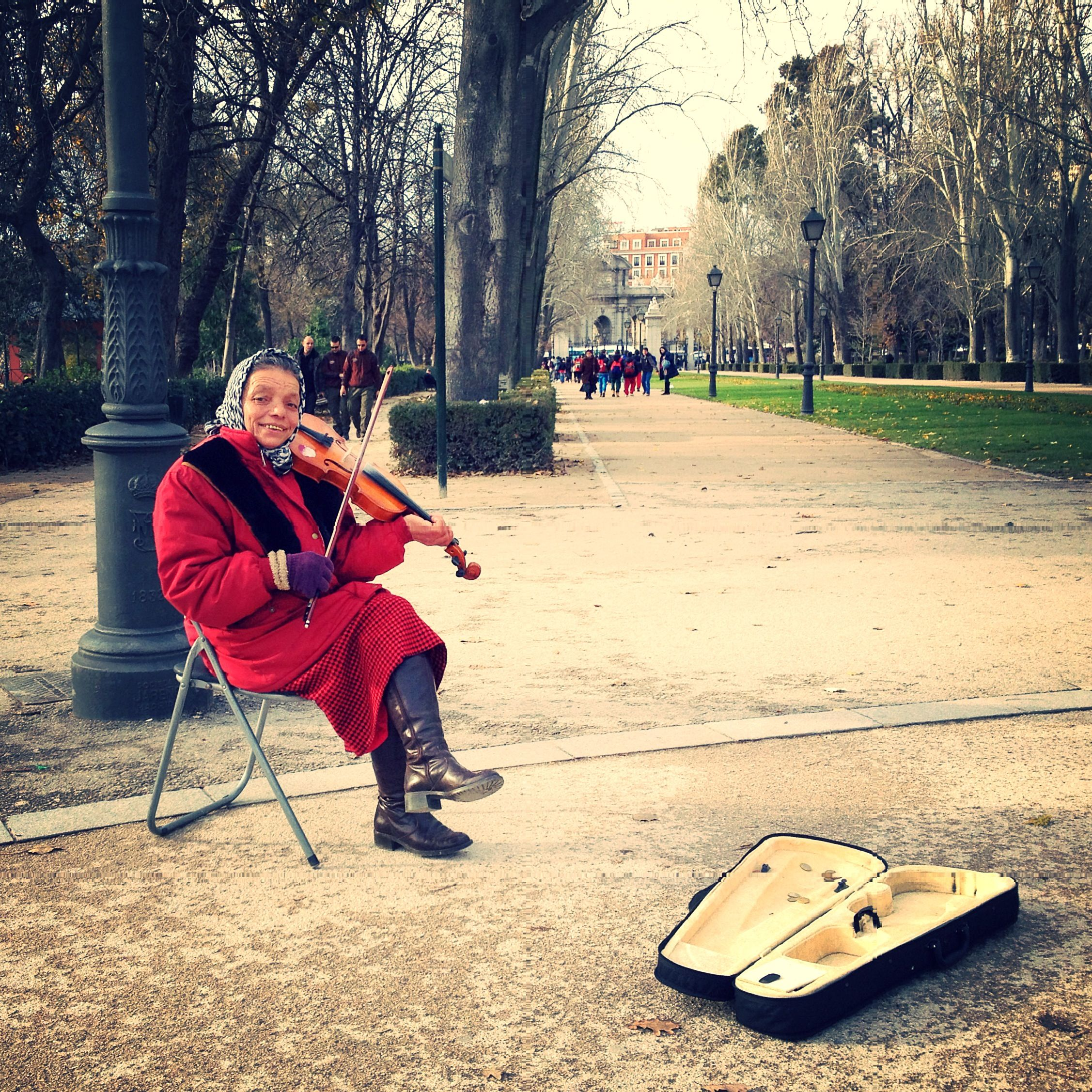 Madrid Parco Del Retiro Street Musician