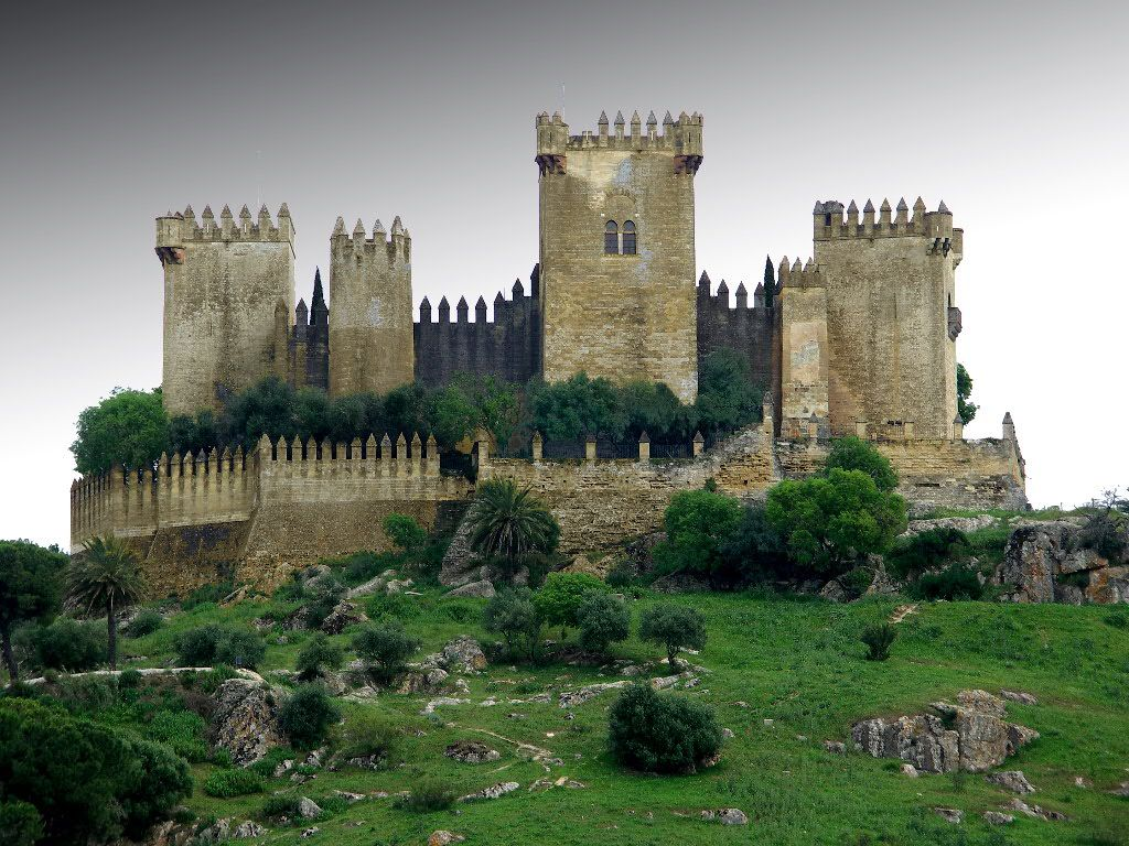 Best Medieval Castles Fortifications Medieval Castle Famous Castles Beautiful Castles