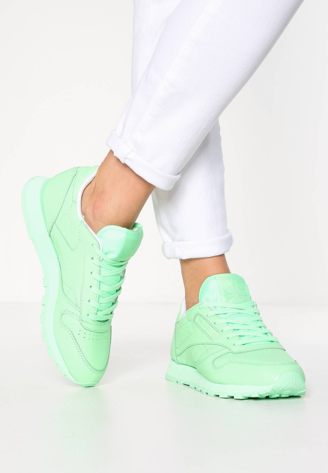 Reebok Classic. CL LEATHER PASTELS - Zapatillas - mint green white. Suela  8bf3cc9a4