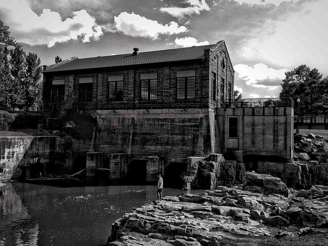 Old Power House at Falls Park in Sioux Falls, South Dakota by Jerry7171, via Flickr