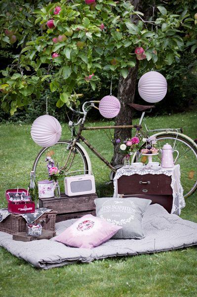 06-frau-herzblut-vintage-picknick-im-gruenen_600 | Hochzeit ... Picknick Im Gartenzelt Ideen Fur Gartenparty Mit Familie Und Freunden