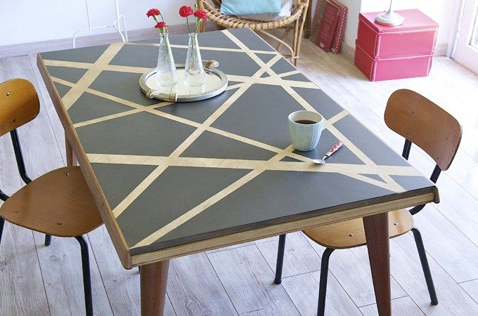 peindre une table avec un effet pochoirs diy family. Black Bedroom Furniture Sets. Home Design Ideas