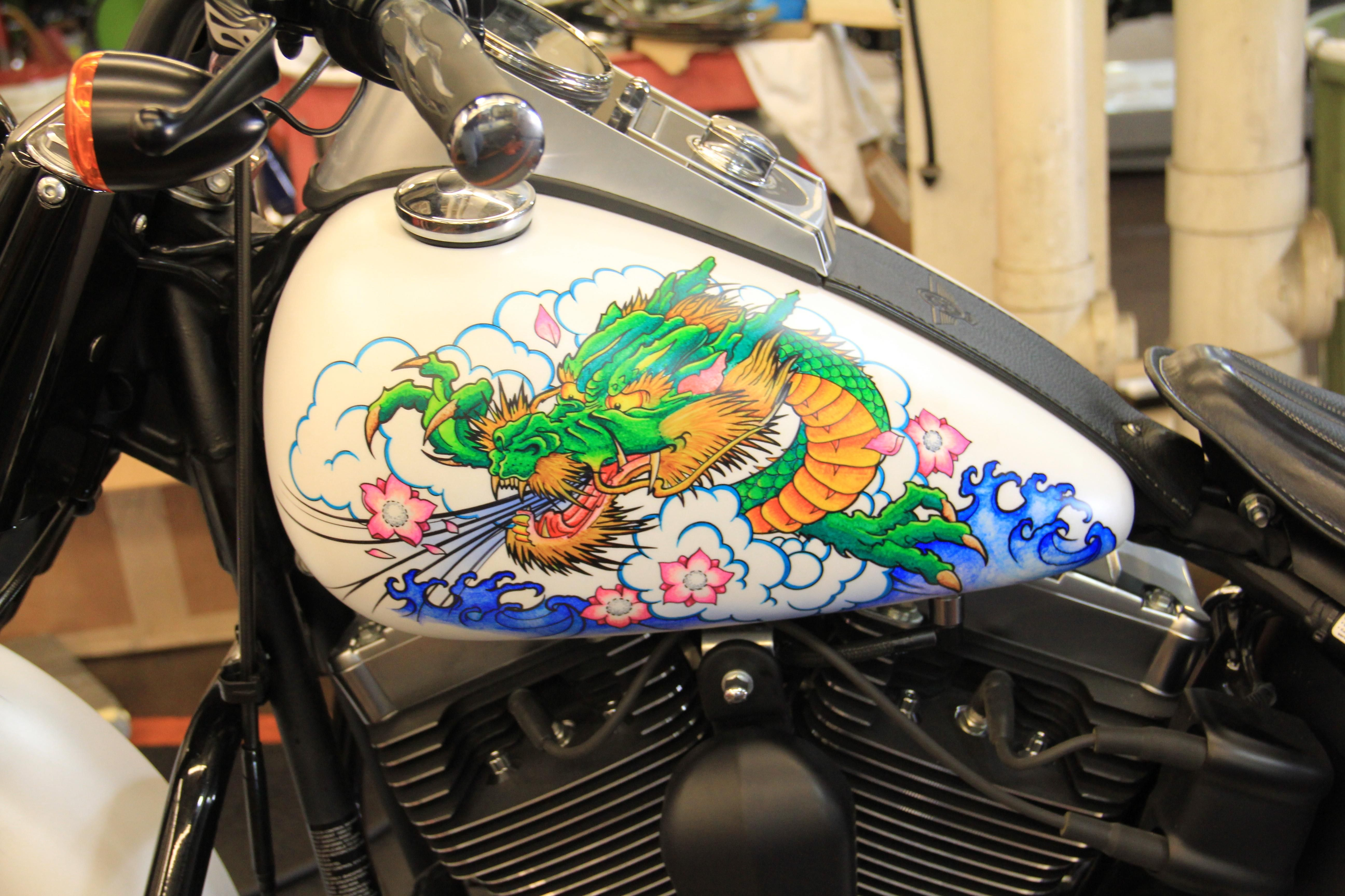 Design On Motorcycle Using Sharpie Markers He Doesn T Give Away All His Secrets But To Protect This Is What He Does Once You Completed The Finished De Posca