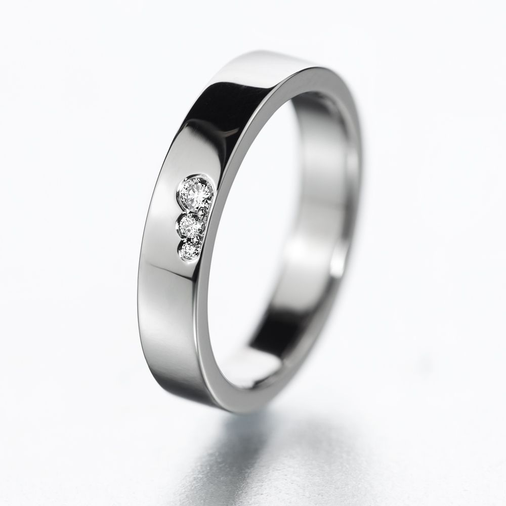Beautiful and simple diamond ring called 123.