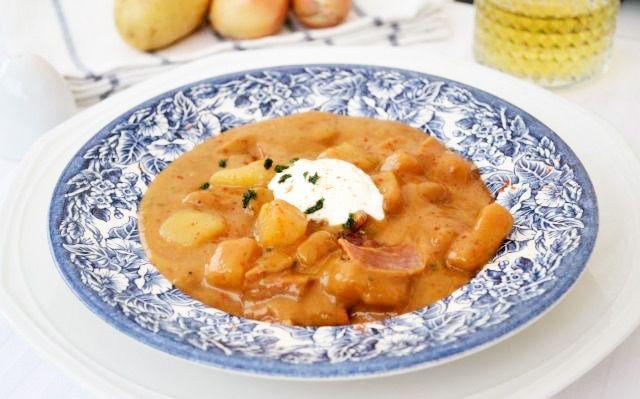 #Kartoffelgulasch ist in ganz Österreich beliebt. Ein leckeres Kartoffelgulasch-#Rezept ist dieses aus Tirol.