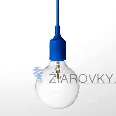 Závesný silikónový luster s textilnou zatočenou šnúrou v modrej farbe. Závesné svietidlo (stropné svietidlo, luster) je kvalitný a zároveň moderný typ stropného lustru vyrobené z kvalitného silikónu. Vodič (drôť) je obalený v zakrútenej textilnej šnúre. Tento moderný typ lustra nemôže vo Vašej obývacej izbe, jedálni alebo spálni chýbať. Luster ponúka jednoduchú konštrukciu vyrobenú zo silikónu a textílu.