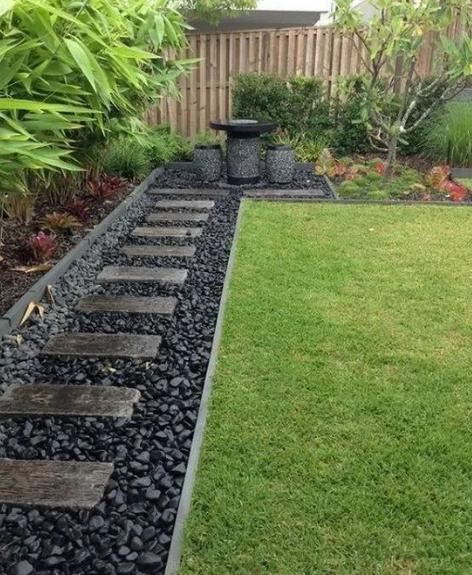 25 Simple And Beautifull Front Yard Landscaping #eweddingmag #frontyarddecorationideas #HomeDecorationIdeas #HomeDesign