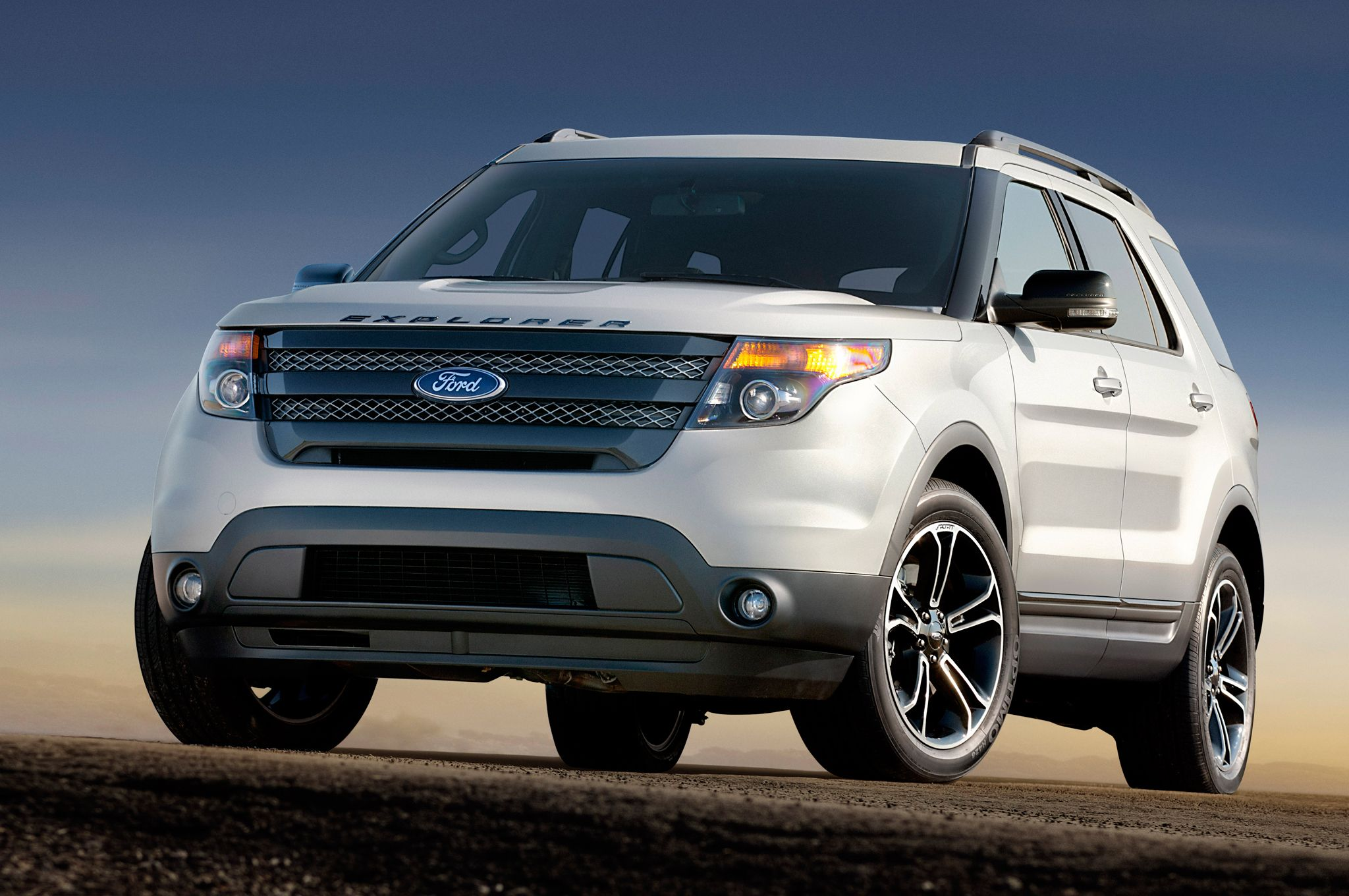 2015 ford explorer sport provided by motortrend