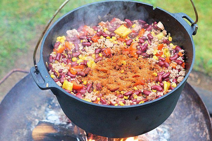 Chili aus dem Dutch Oven – Grill, BBQ, Chili Gewürz