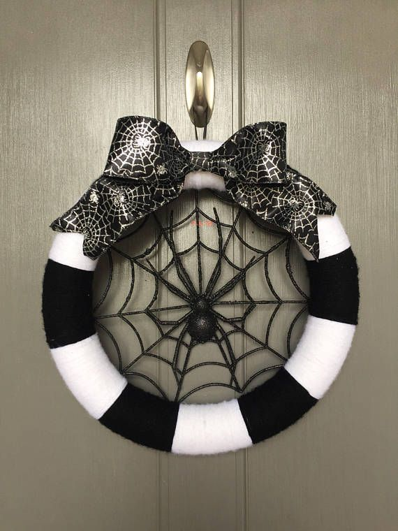 Halloween wreath, spider wreath, yarn halloween wreath, black and white wreath, fall wreath, yarn wreath, holiday wreath, wreath, black #halloweenwreaths