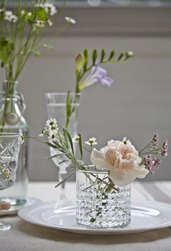 IKEA Deutschland | Frische Blüten In FRASERA Whiskyglas Auf SANNING Teller.  Http://www.ikea.com/de/de/catalog/products/00208788/ #Esszimmer #Blumen ...