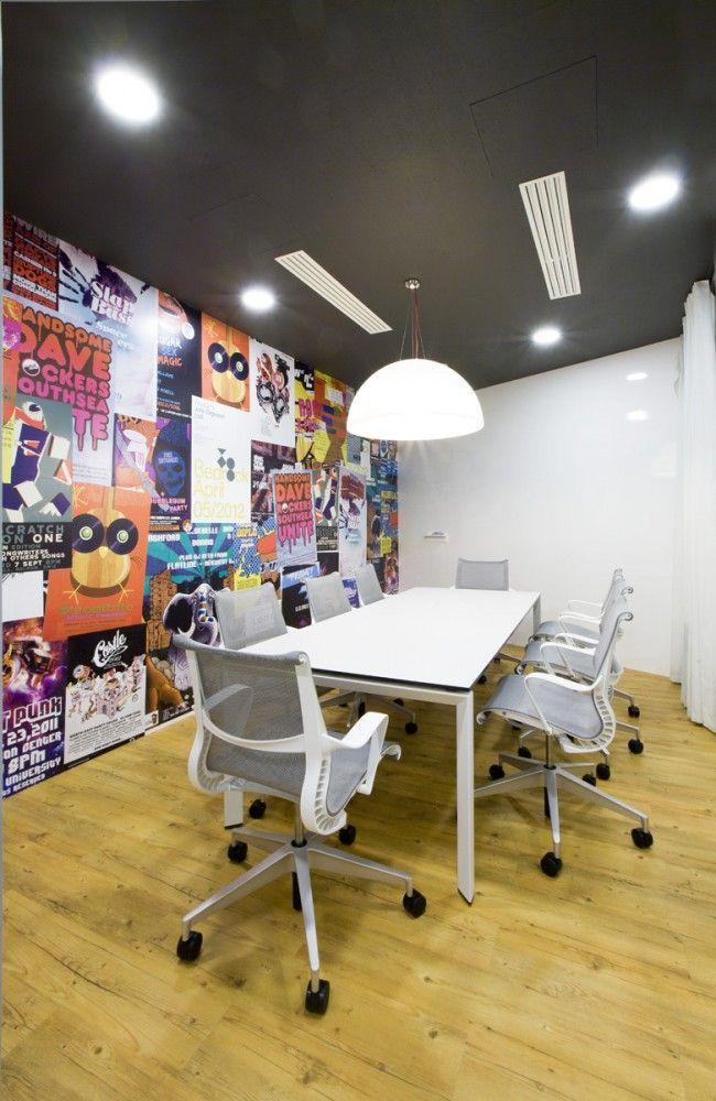 Badoo Development Office / Za Bor Architects. Herman Miller Setu Chairs.