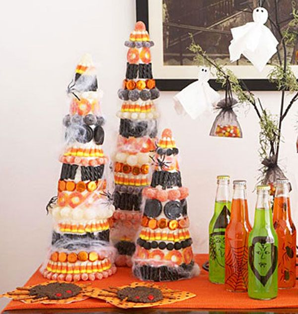 How to make Halloween Candy Topiaries DIY Halloween Crafts - decorations to make for halloween