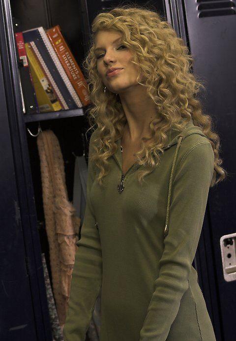 Teardrops on My Guitar, Taylor Swift...her hair is ...