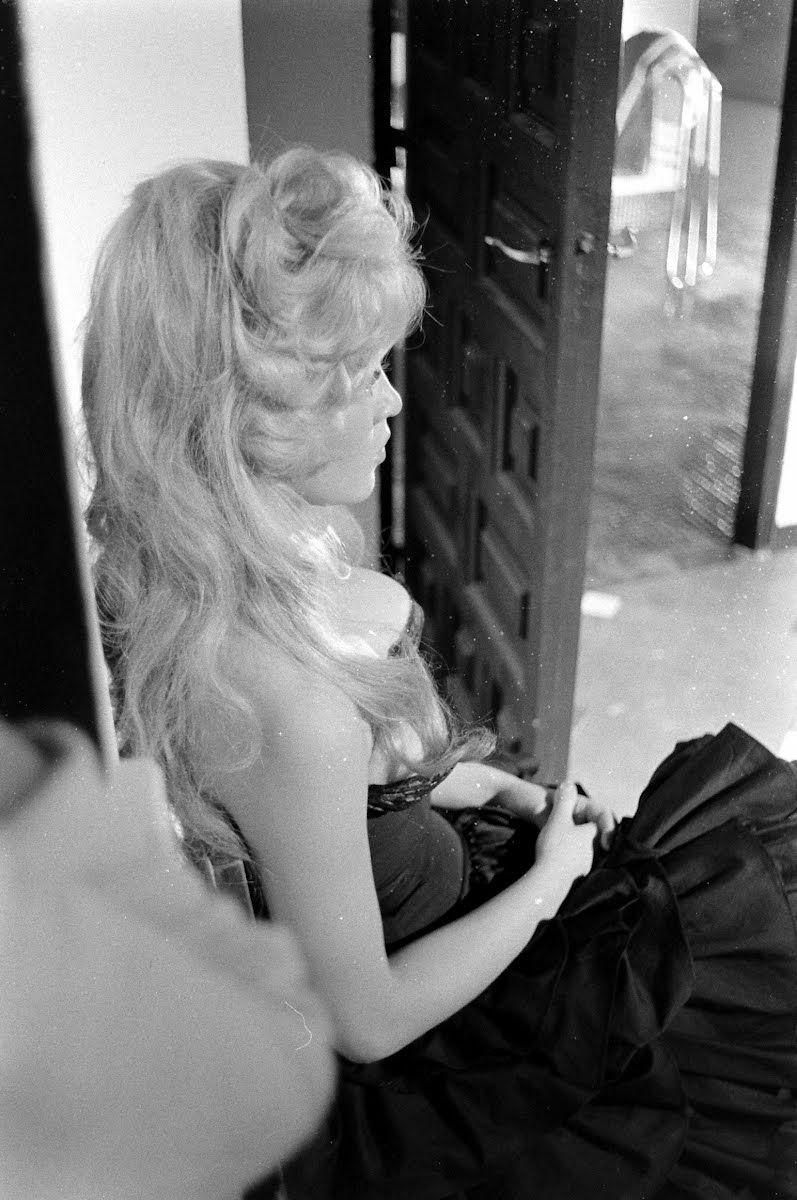 Brigitte on the set of La Femme et La Pantin, in Spain, June 1958.