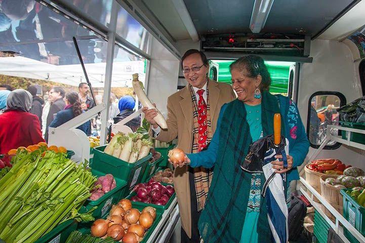 Bus Converted into Mobile Food Market ile ilgili görsel sonucu