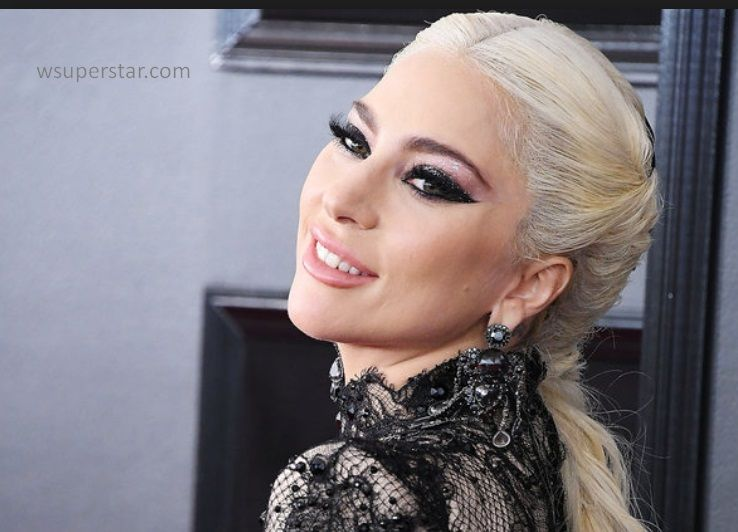 Who is lady gaga engaged to 2018