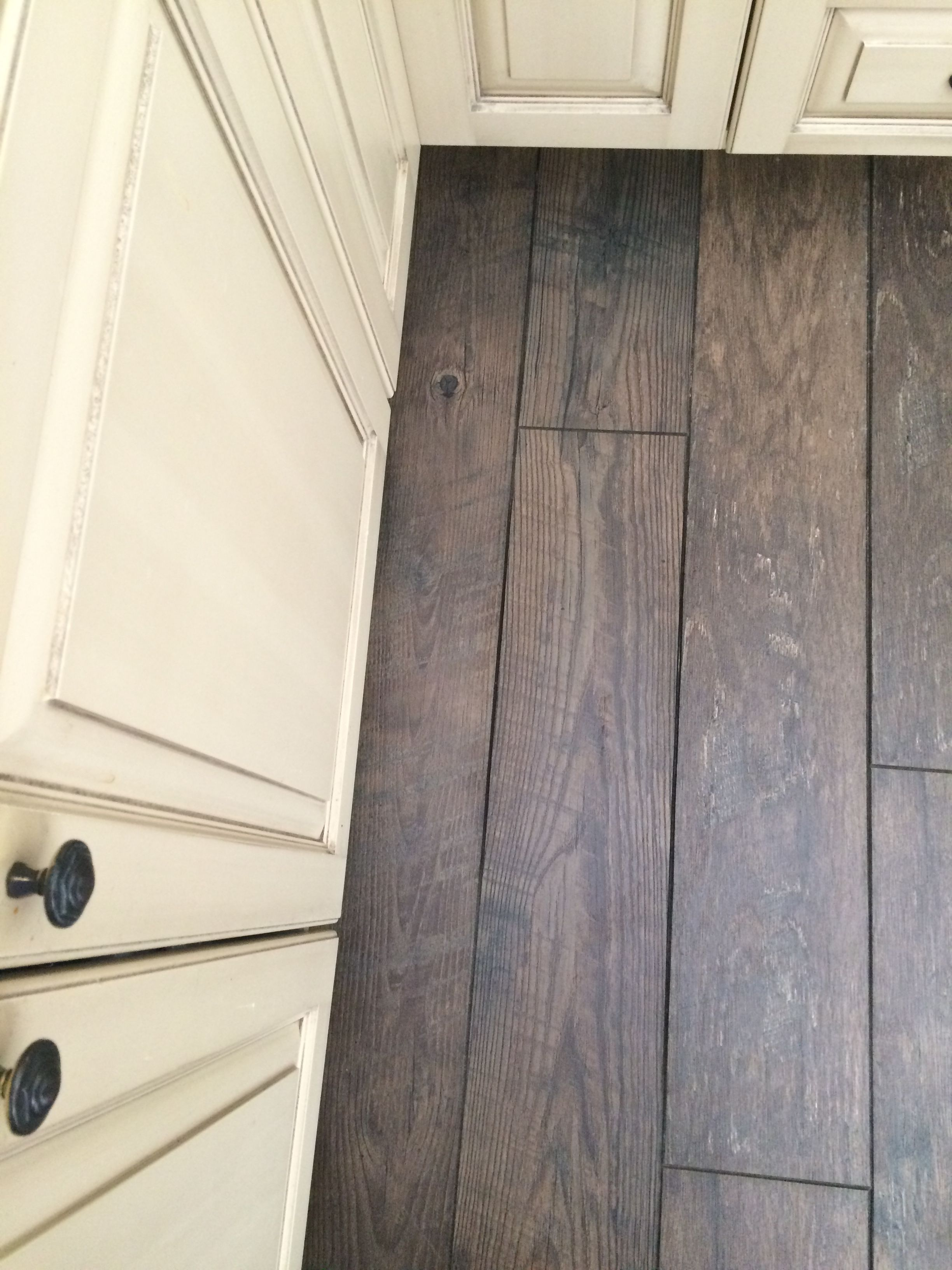 Mannington Historic Oak In Charcoal With Ercream Cupboards Very Hy Our Choice