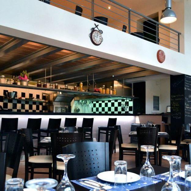 Orea Mou Kouzina My Fair Kitchen Living Postcards Modern Restaurant Kitchen Home Decor
