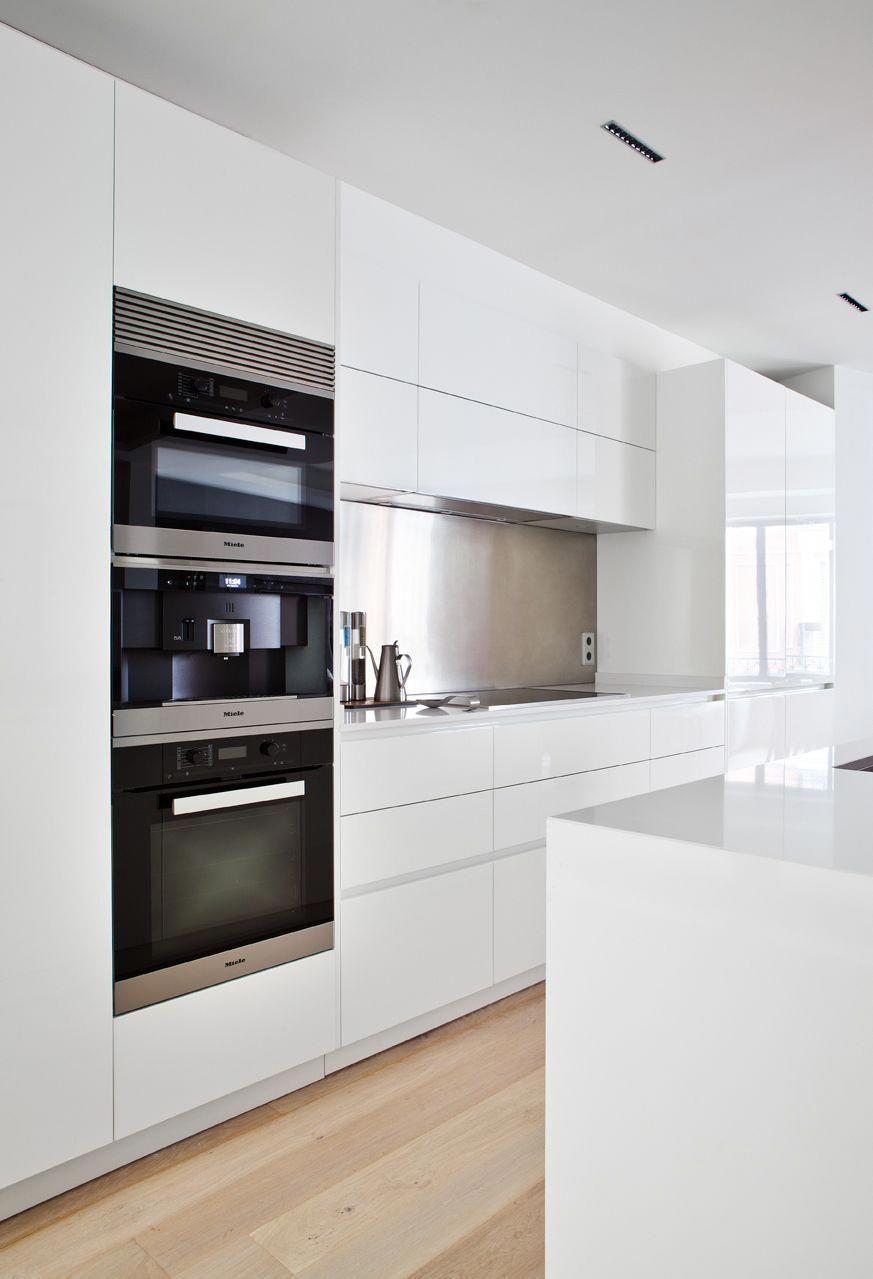 cocina abierta al salón, moretti y logos #cocinasColores  Cuisine