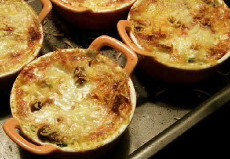 Недорогой рецепт жульена с грибами и сыром со сметаной ...