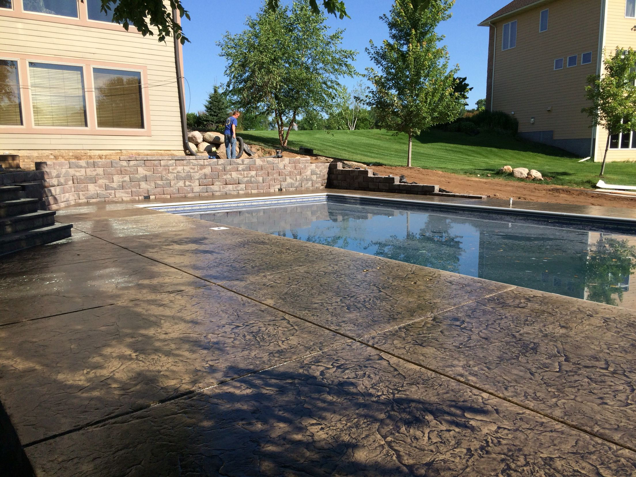 Decorative Concrete Pool Deck With Cantilevered Edge Over Retaining Wall By Sierra Concrete Arts Concrete Pool Concrete Decor Pool Decks