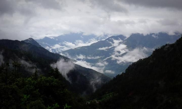 Beautiful mountains and the clouds - Dhanaulti