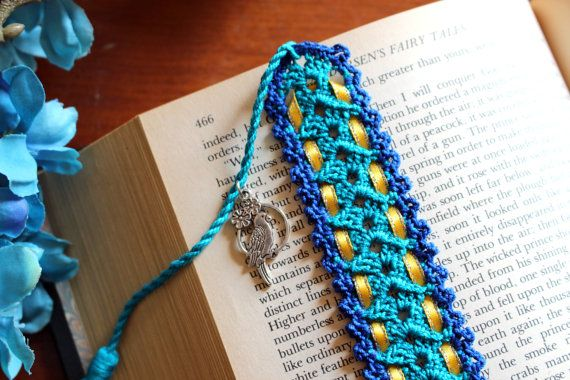 Crochet bookmark blue with yellow ribbon parrot charm by Draiguna