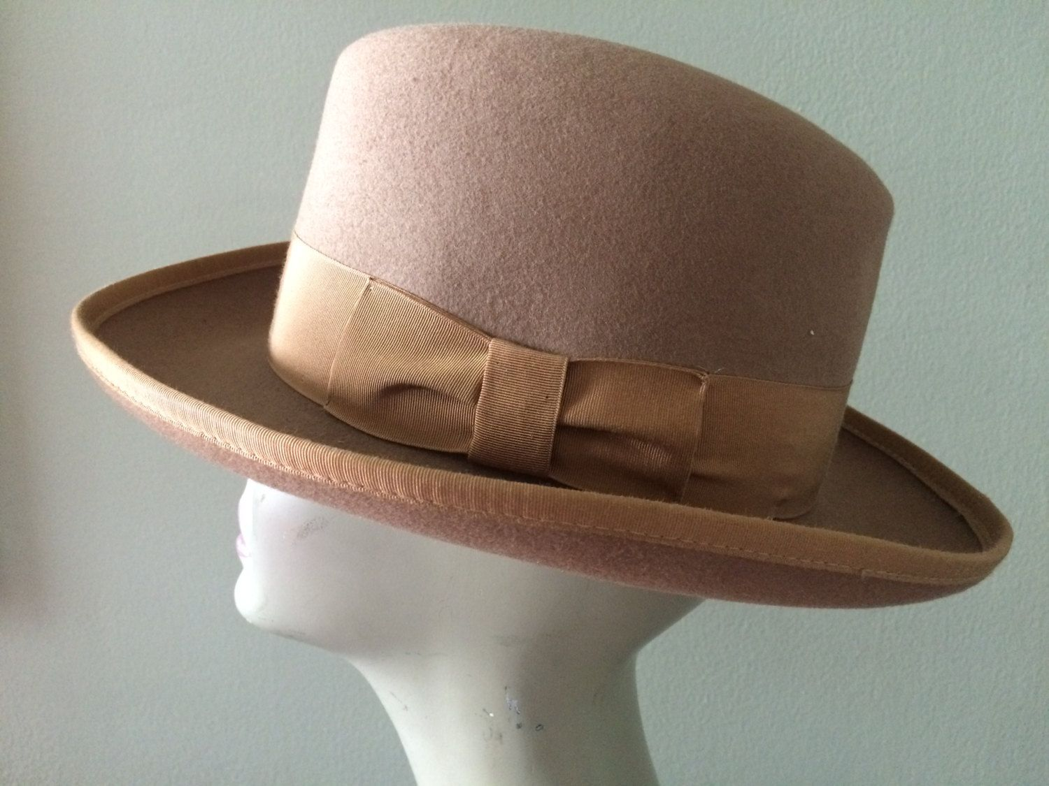 cda638936b6f3 Men s Camel Brown Wool Fedora Hat Timely Fashion by Park Royal Size M by  LottieDottieVintage on Etsy