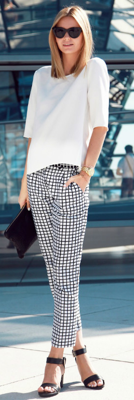 Black And White Outfit: Jessica Stein is wearing a pair of checked trousers with a plain white top and black heels