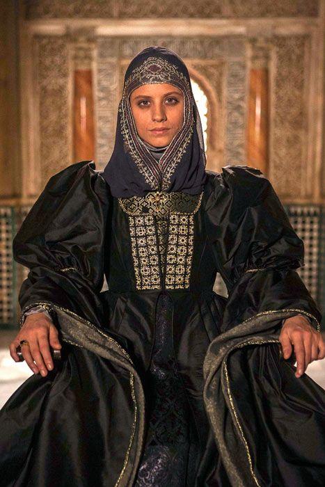 Michelle Jenner costumed as Isabella I of Castile in the 2012 Spanish production  Isabel .  sc 1 st  Pinterest & Michelle Jenner una reina Isabel por tierras de Castilla ...