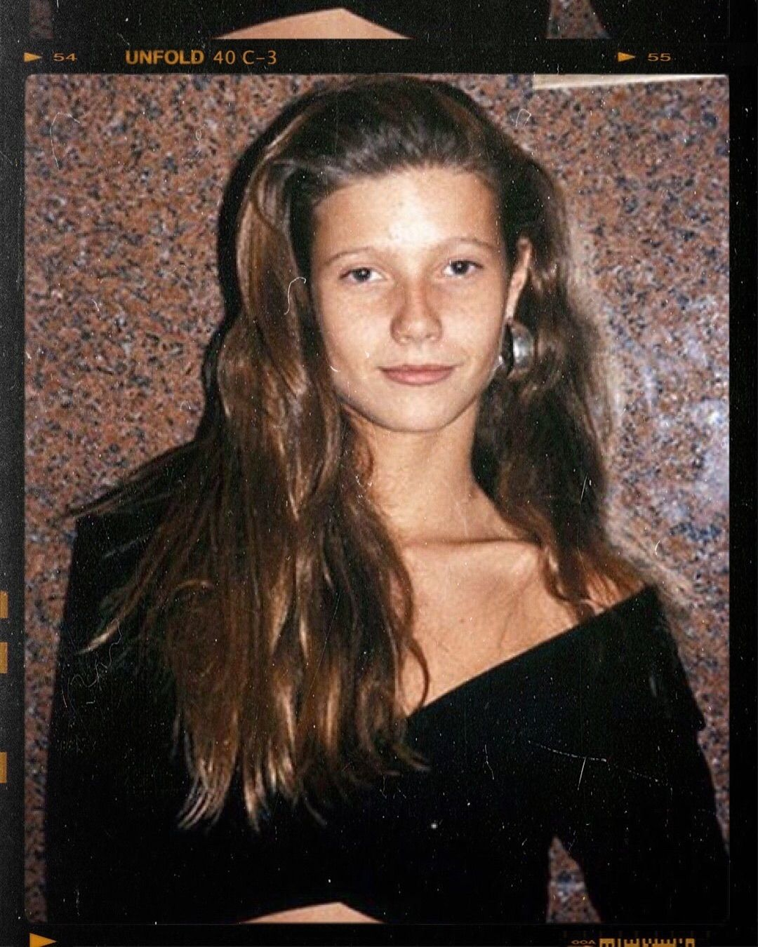 Gwyneth Paltrow Was Almost Cast As Rose In Titanic In 2015 She Revealed To Howard Stern That She Was On The Ve Gwyneth Paltrow Long Hair Styles Hair Styles