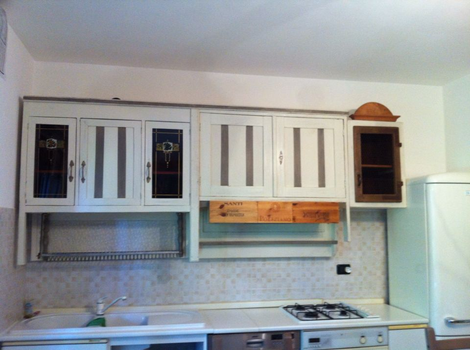 Realizzazione di una cucina su misura usando materiali di riciclo ...