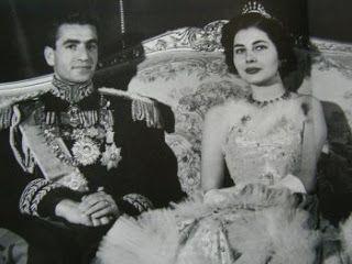 الامبراطور رضا بهلوي وزوجته ثريا التي طلقها فيما بعد لانها لم تنجب Persian Princess Princess Bride Photo