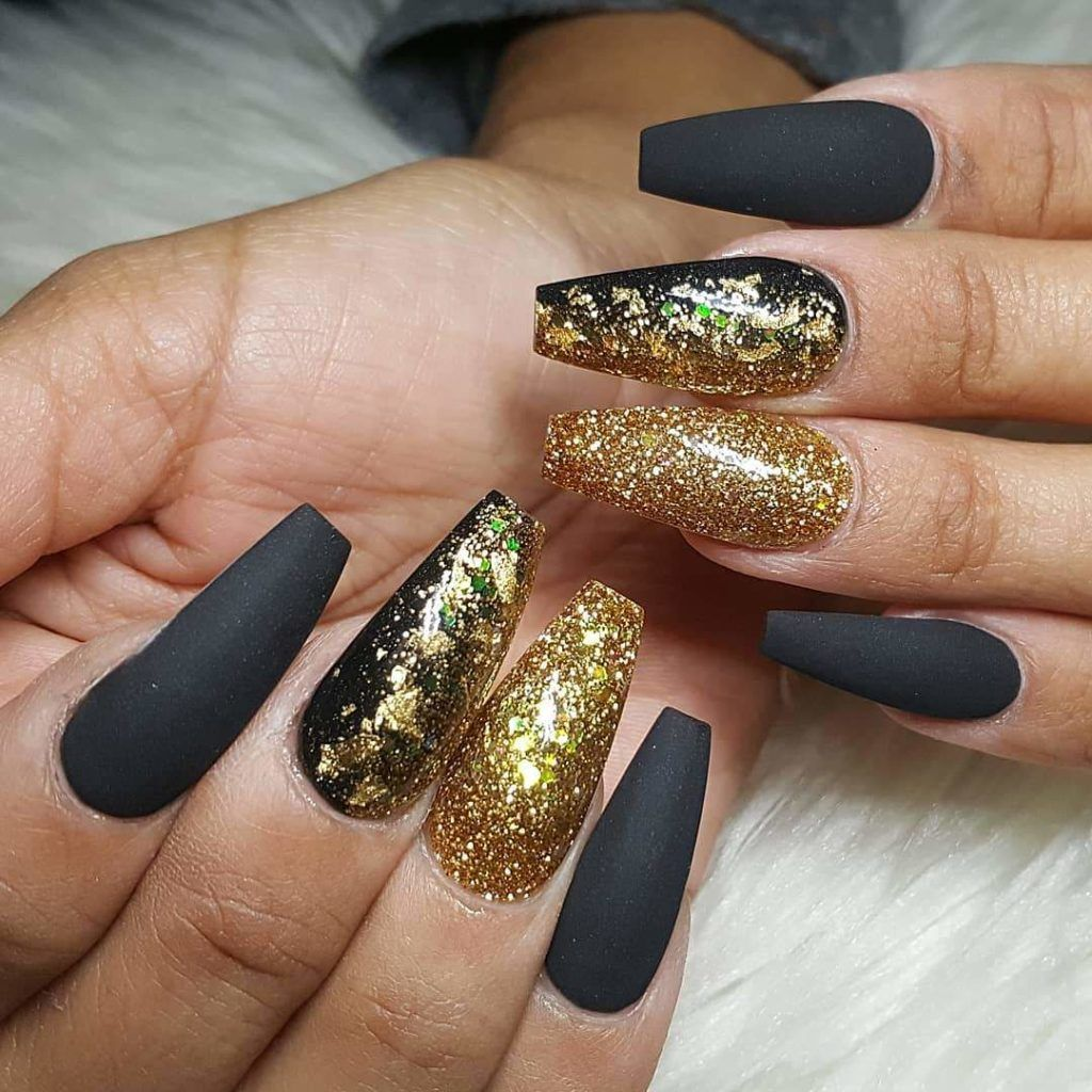 30 Matte Black Nails That Ll Sweep You Off Your Feets Hike N Dip Gold Acrylic Nails Matte Black Nails Gold Nails