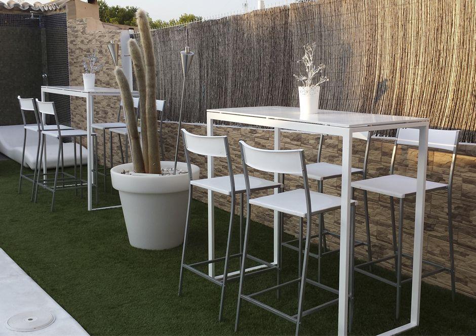 Terraza mesa alta taburetes buscar con google decoracion - Mesa alta con taburetes ...