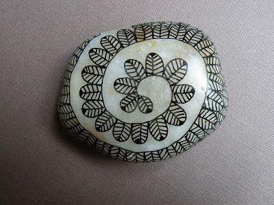 Art sculpture dessin peinture sur toile papiers et galets photos et textes deco - Peinture sur galet mandala ...