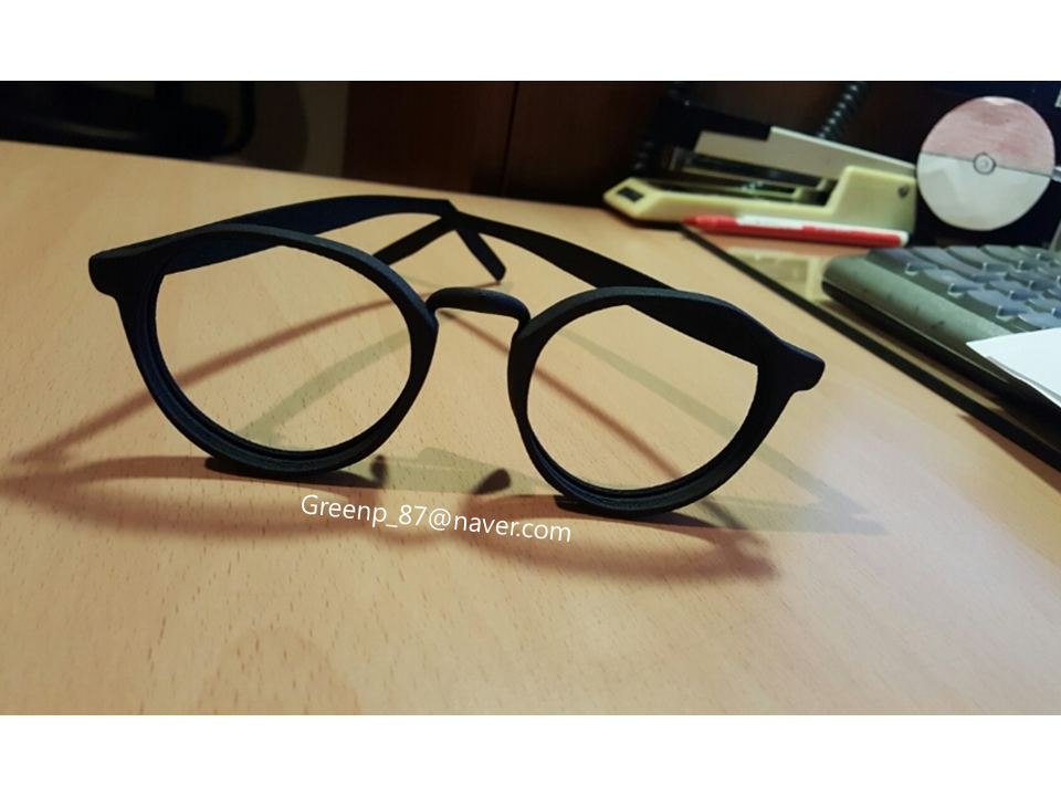 3d printed glasses frame. This design is for anisometropia people ...