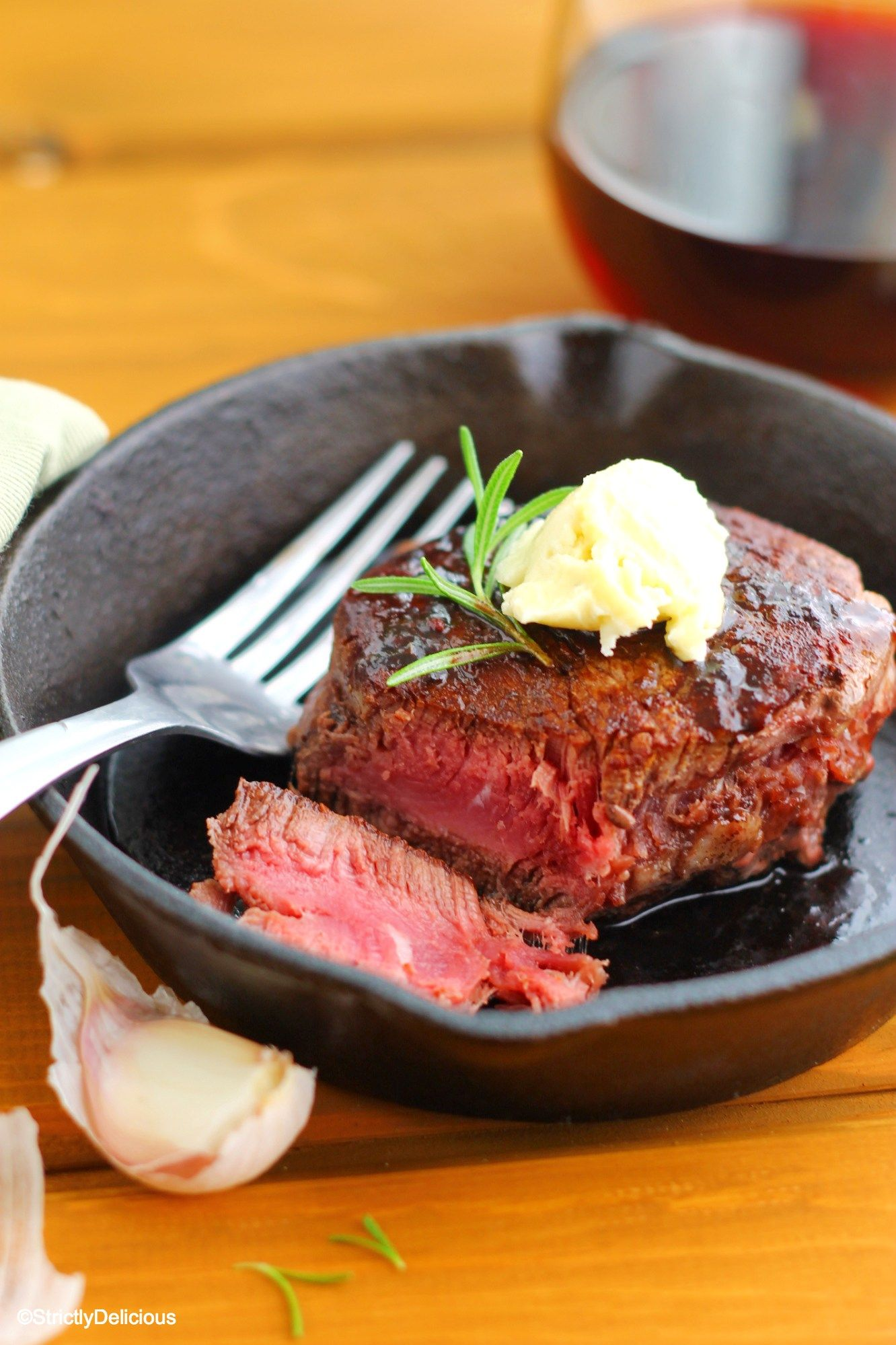 Better Than Grilled Filet With Rosemary Red Wine Jus Bleu Cheese Butter Via Strictlydelicious Bleu Cheese Beef Recipes Jus