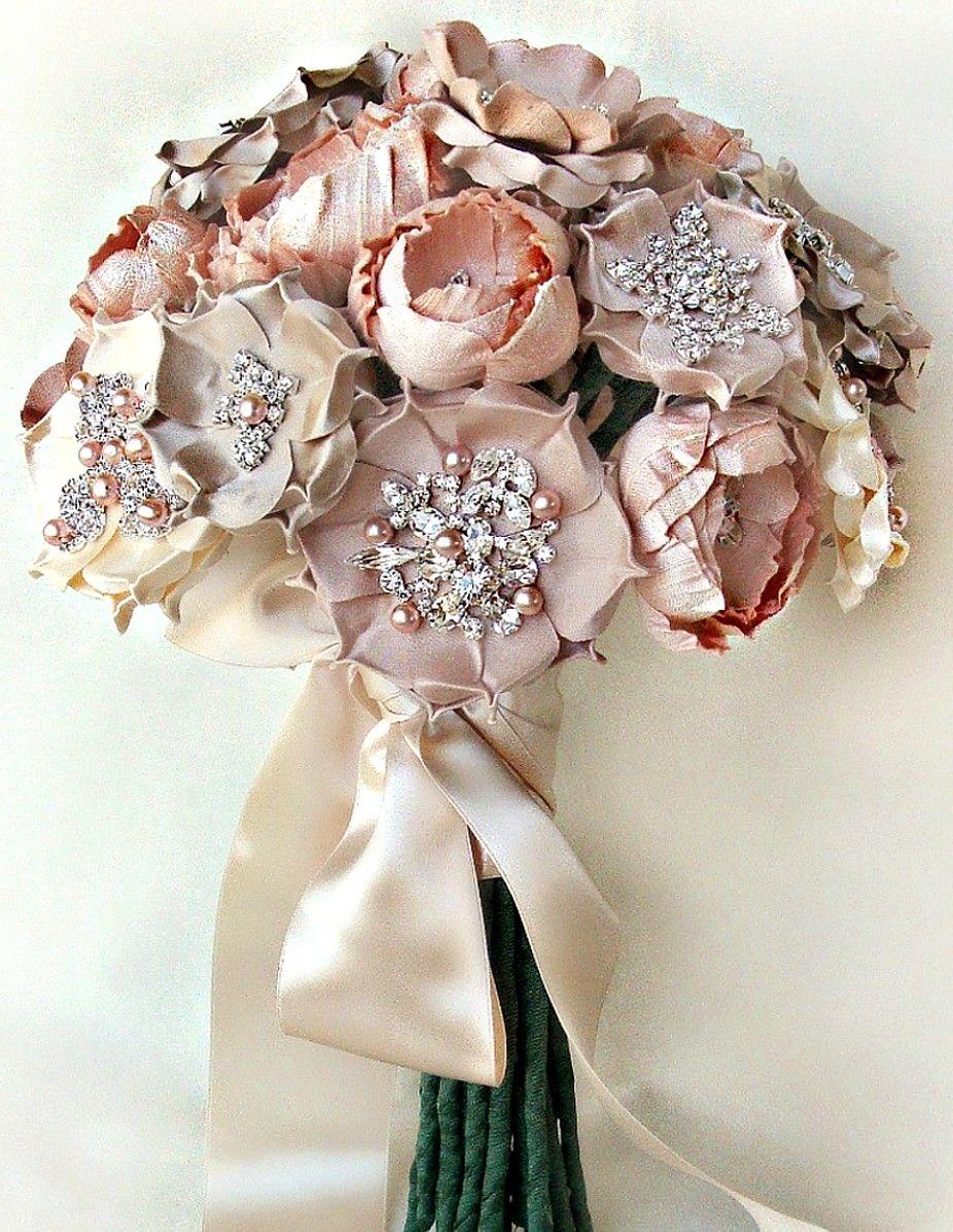 dusty pink brooch bouquet   THE BRIDAL SHOW   Pinterest   Brooch ...