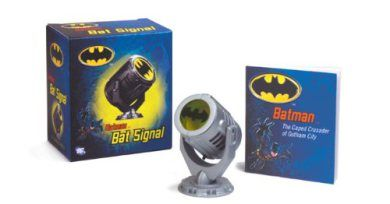 #Batman #Signal that you can put by your bedside, on your desktop. Also comes with one #book as extra of this #amazing super hero. #Batman #fans  http://crazygeektoys.com/batman-bat-signal/ #CrazyGeekToys