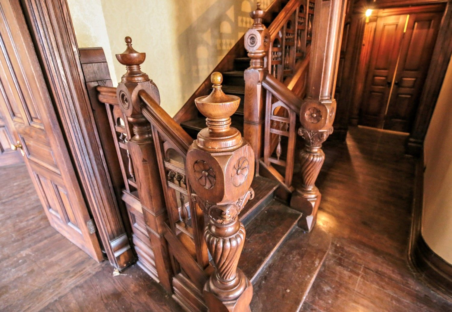Exceptional Hand Carved 1880 S Salvaged Chicago Solid Oak Interior Residential Newel Post And Railing With A Uniform Stained Fini Solid Oak Newel Posts Railing