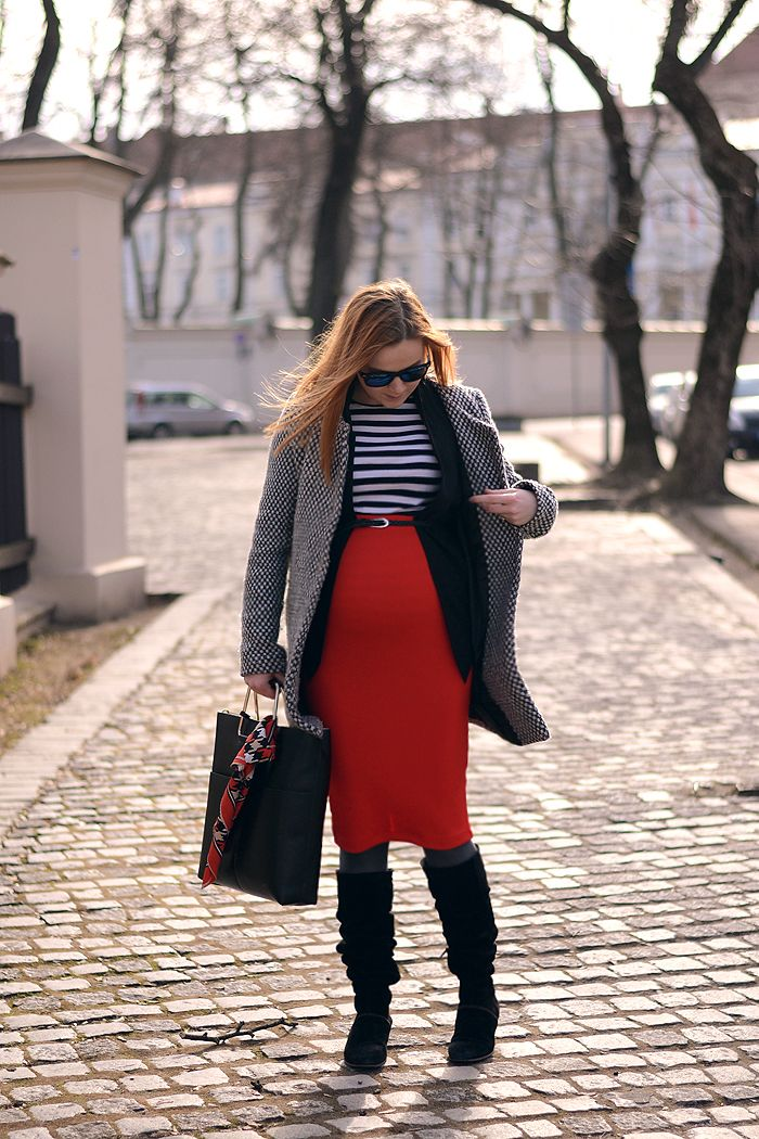 Maternity style, pregnant fashion, classic combo
