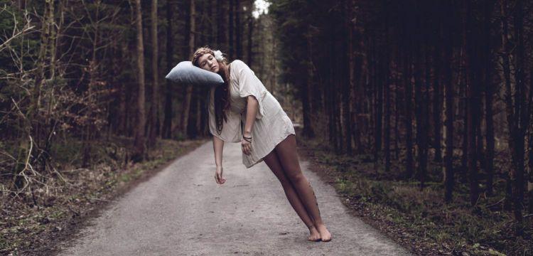 Resultado de imagem para imagens sobre mulheres dormindo